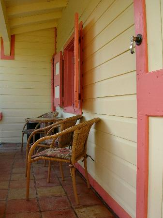 Mongoose Apartments: Mongoose #5 porch