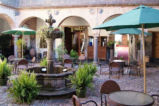 MARQUESES Hotel: Main courtyard