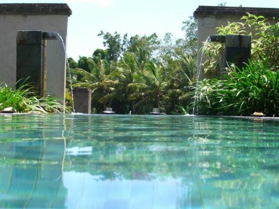 The Chedi Club Tanah Gajah, Ubud, Bali – a GHM hotel: Private pool with fields beyond