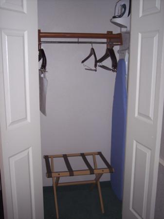 La Quinta Inn San Antonio Vance Jackson: Closet in our room