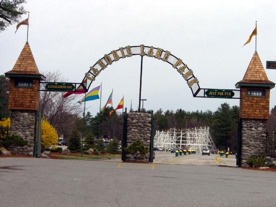 Canobie Lake Park: The parks charm shows Through from the moment you enter the gate.