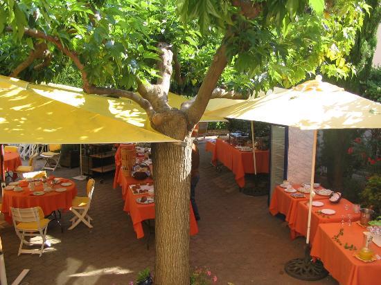 Inter Hotel Mireille: Courtyard