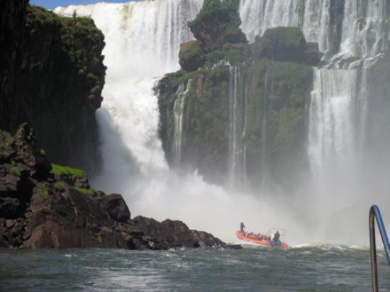 Iguazu Grand Resort, Spa & Casino: boat ride into the falls