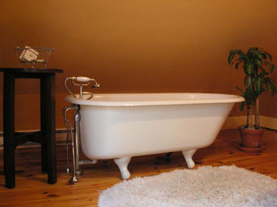 Scotch Hill Inn: I wanted to take the tub home, but I don't think they'd let me on the plane with it!