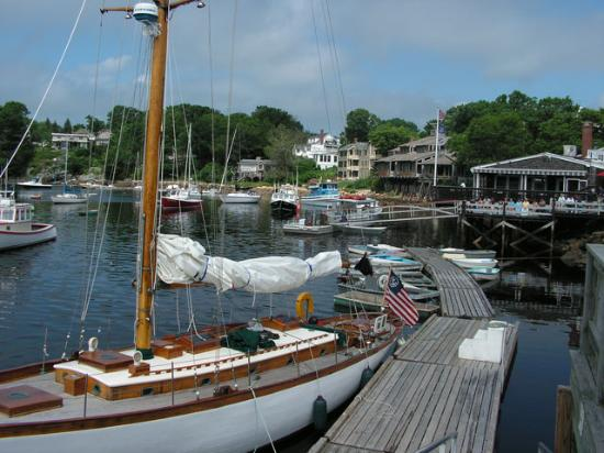 Scotch Hill Inn: Perkins cove is very quaint.  Walk to it on the Marginal way and hop a trolly back to town.