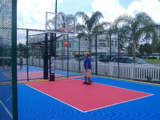 Marriott's Harbour Lake: Close up of basketball courts...very nice.