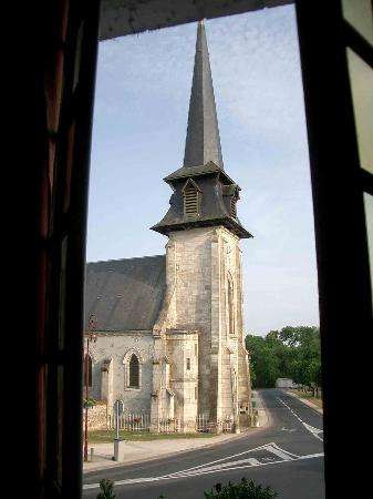 Vouzeron, Frankrike: View of church from room
