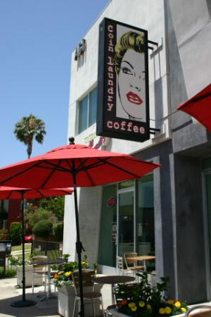 Rodeway Inn near Venice Beach: coffee place, almost right next door