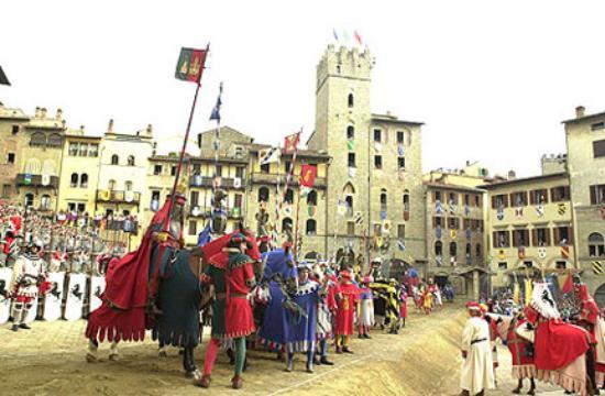 Hotel La Gravenna: Giostra of Saracino in Arezzo city