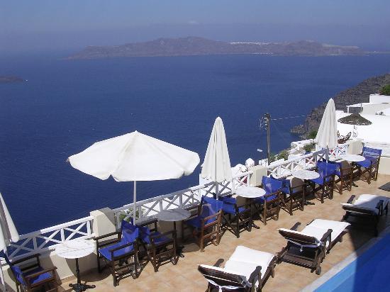 Villa Ilias Caldera Hotel: Terrace where breakfast is served
