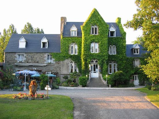 Le Manoir de la Roche Torin: the front of the hotel