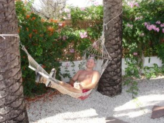 Estrella Lodge: Relaxing in the hammock