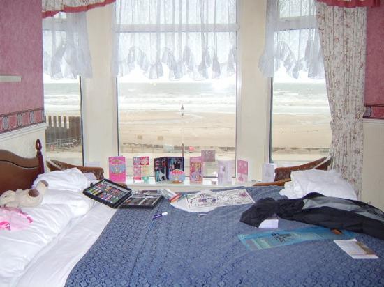 Lyndene Hotel: Seafront room