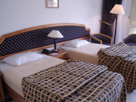 Desert Rose Resort: Our Room