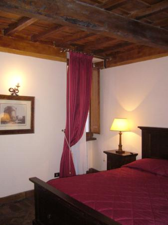 Relais Banchi Vecchi : Beautifully decorated room