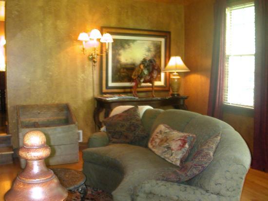 The Inn at Irish Hollow: Stonewood Cottage sitting area