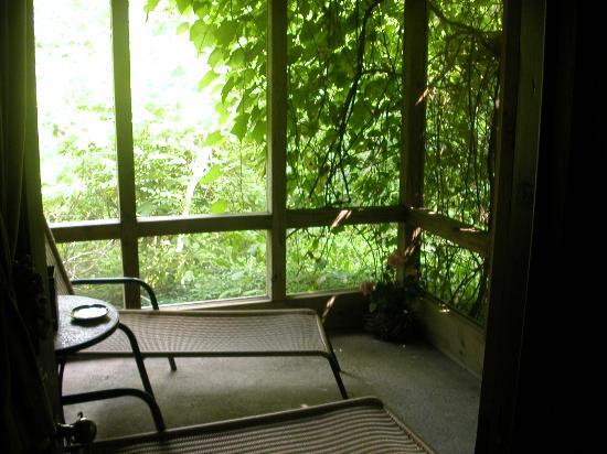 The Inn at Irish Hollow: Stonewood Cottage porch