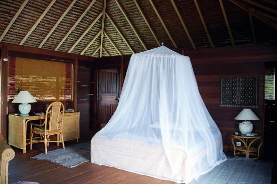 Paradiso Village: Our over-water bungalow bedroom. Very quaint and pretty
