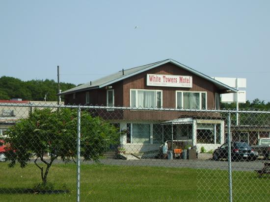 Barrie Motel: Stay Away - White Tower Motel