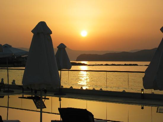 Ammos Hotel: Sunset from the restaurant.