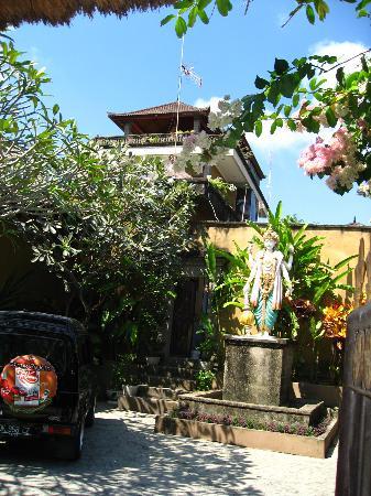 Ellie's: Front Porch