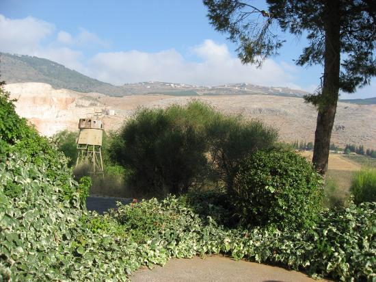 Kfar Giladi Hotel: View looking North into Lebanon.