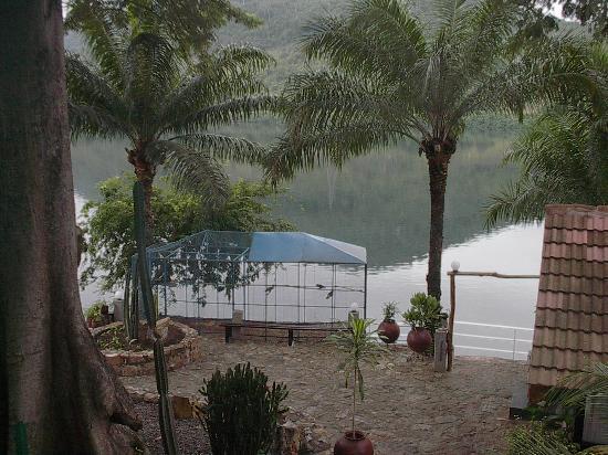 Akosombo, Gana: Bird House overlooking Volta River