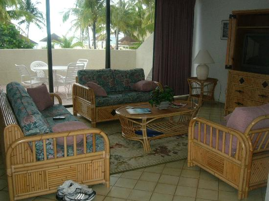 Blue Water Resort on Cable Beach: living room w/sundeck