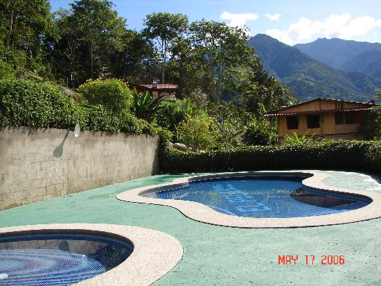 Hotel de Montana El Pelicano: Pool and jacuzzi