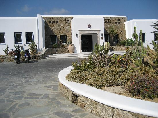 Mykonos Grand Hotel & Resort : The front of the hotel