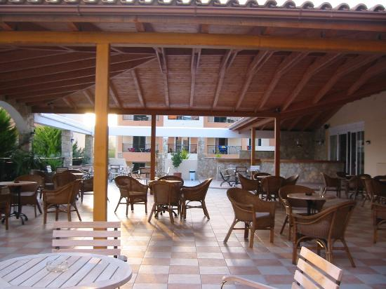 Alykanas Village Hotel: Main Bar terrace
