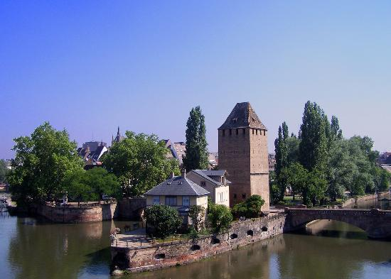 Straßburg, Frankreich: The river L'ill and Petite France