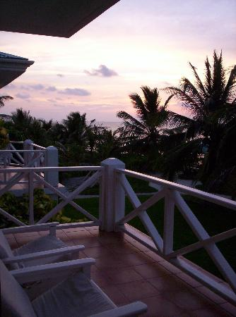 Victoria House Resort & Spa: Sunrise on balcony of plantation rm