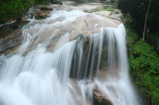 Franconia Notch State Park: Another angle of the waterfall in the Flume