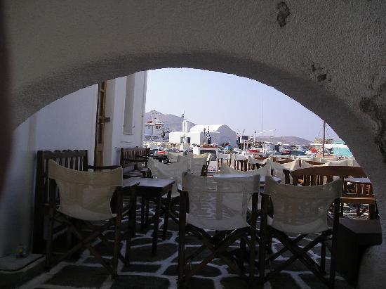 Zefi Hotel: looking towards Naoussa harbour