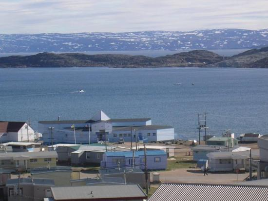 Frobisher Inn: Iqaluit and Frobisher Bay July 2006