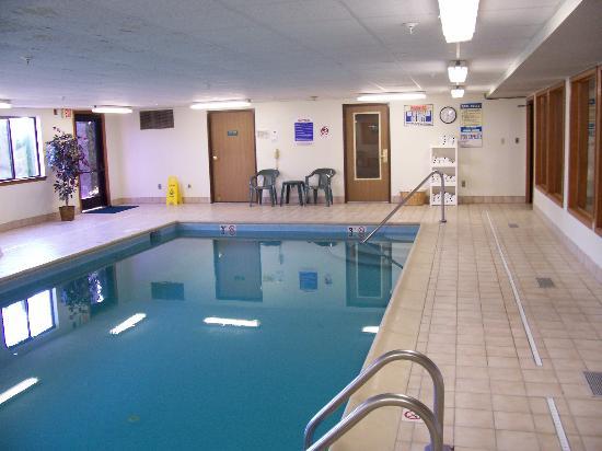 Quality Inn & Suites Lebanon : The pool