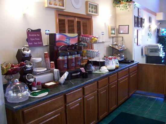 Quality Inn & Suites Lebanon : Morning Breakfast
