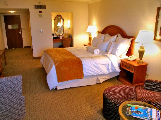 Sacramento Marriott Rancho Cordova Room 1027 From Window Showing King Bed And Coffee Make