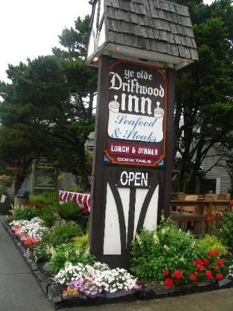 Driftwood Restaurant & Lounge: The Driftwood Inn in Downtown Cannon Beach