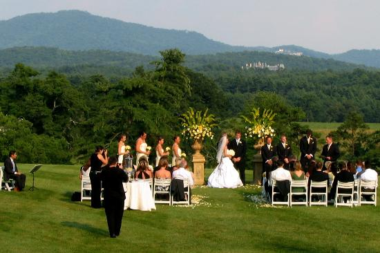 The Inn On Biltmore Estate A Wedding Outside