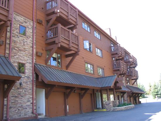 Marriott's StreamSide Evergreen at Vail: The Hotel Building
