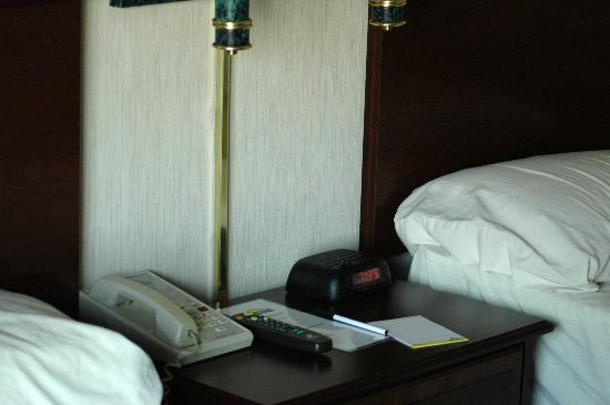 Days Hotel Boston: Rooms are standard and clean