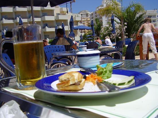 Vila Galé Náutico: Lunch by the pool