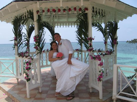 The Gazebo (decorations cost extra) - Picture of Sandals Montego ...