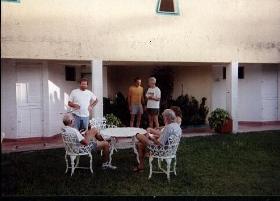 Maya Cozumel: group at ease at Maya  8/00