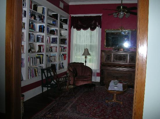 The Great Oaks Manor: Great Oaks Manor Library