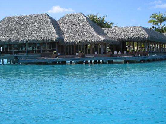 The St. Regis Bora Bora Resort: lagoon restaurant