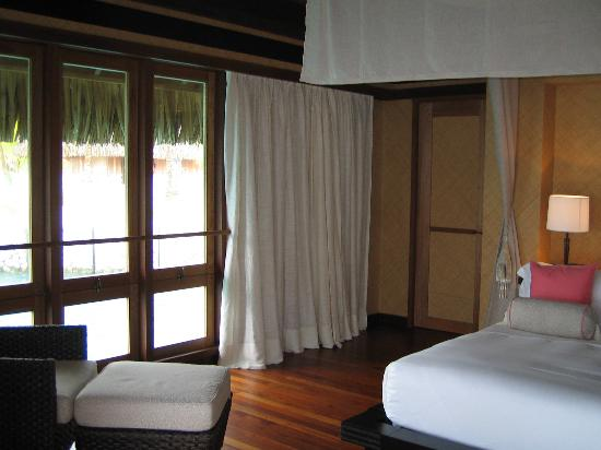 The St. Regis Bora Bora Resort: bedroom owb