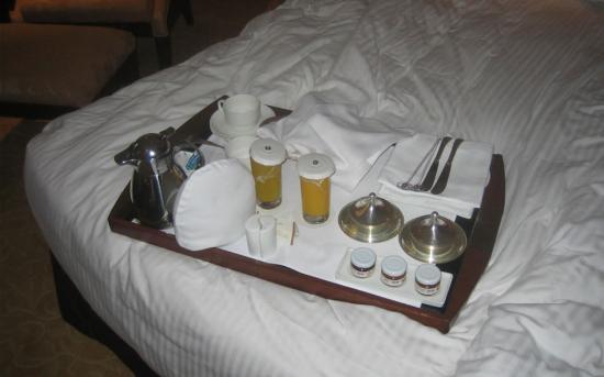 Shangri-La's Eros Hotel: Early Lunch